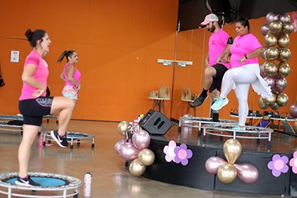 Programação especial de Fitness pelo Outubro Rosa incentiva prevenção ao câncer de mama