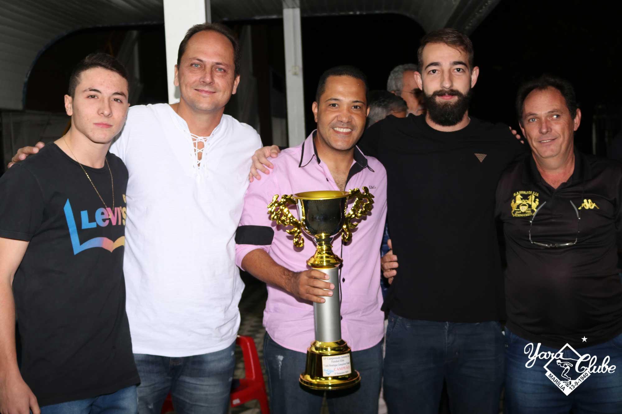 Homenagens, premiações e música boa marcam a noite de sexta no Yara Clube