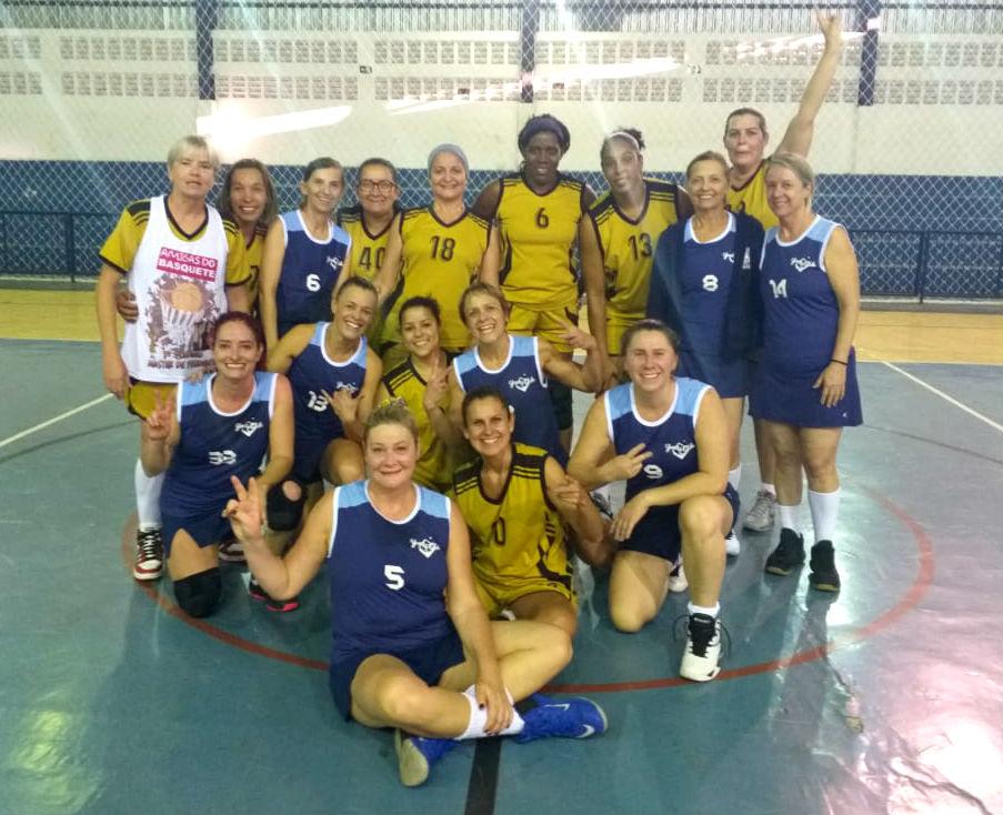 Basket feminino máster joga em Avaré