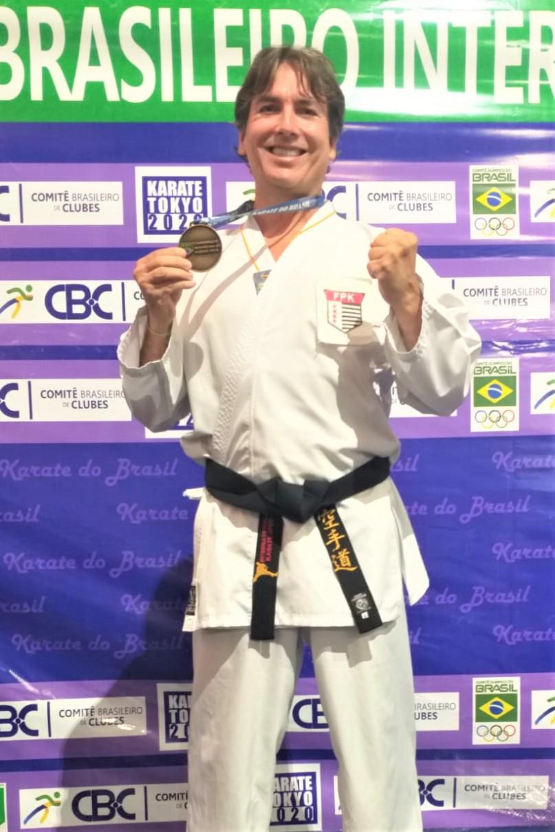 Karateca do Yara é campeão pela terceira vez no Campeonato Brasileiro da categoria Master