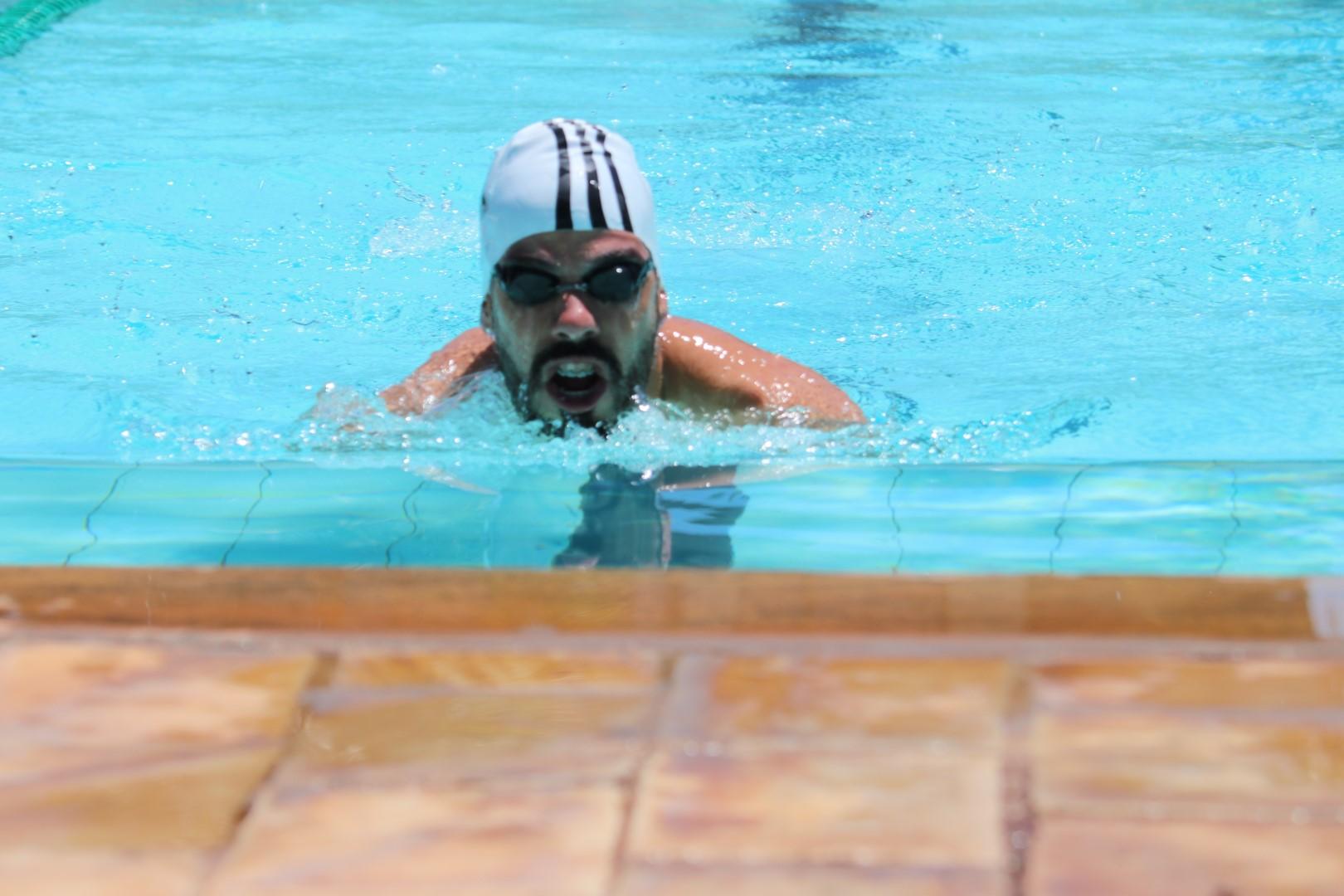Nadador Daniel Dias treina na piscina do Yara Clube